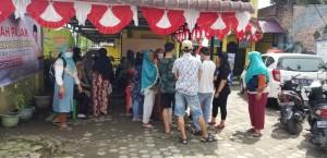 Pilih Kasih Bantuan Beras, Warga Lingkungan II Kelurahan Sari Rejo Medan Polonia Protes